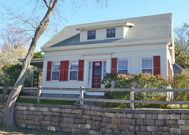 Front exterior. - Happy Days Cottage: Charming Folly Cove house with waterfront deck - Rockport - rentals