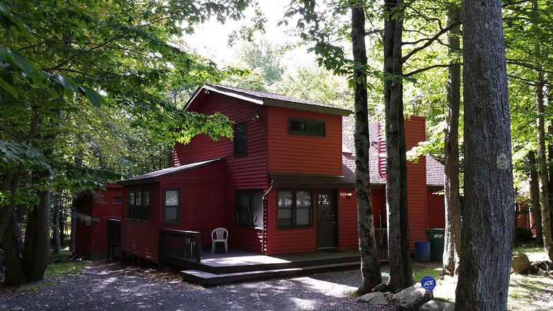 front of house - Poconos Chalet Vacation Best Deal in Poconos No fee or taxes Over 200 five star - Tobyhanna - rentals