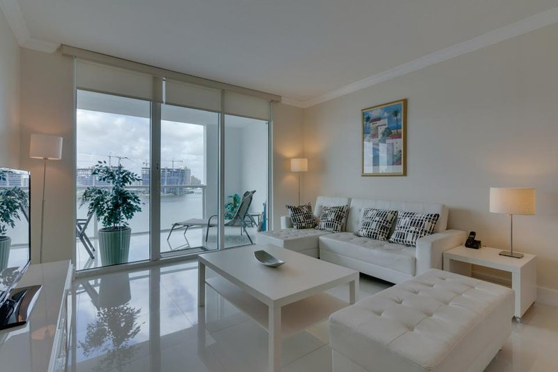 Bayview condo w/ well-appointed balcony & skyline views + shared pool & hot tub! - Image 1 - Sunny Isles Beach - rentals