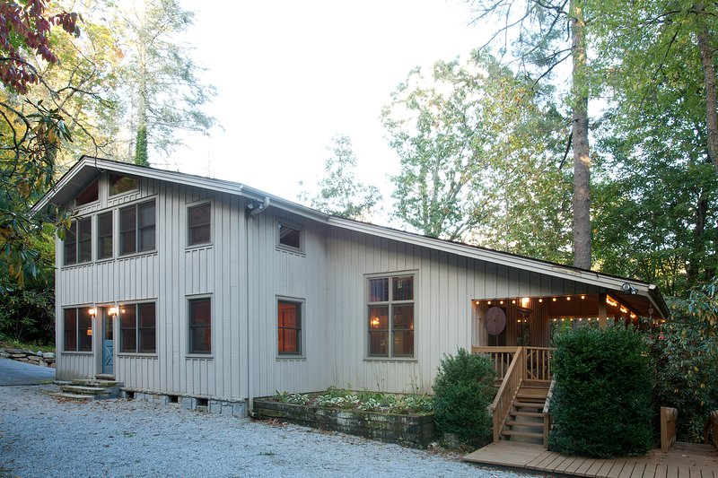 Beautiful Lakefront Cabin in Highlands, NC - Image 1 - Highlands - rentals