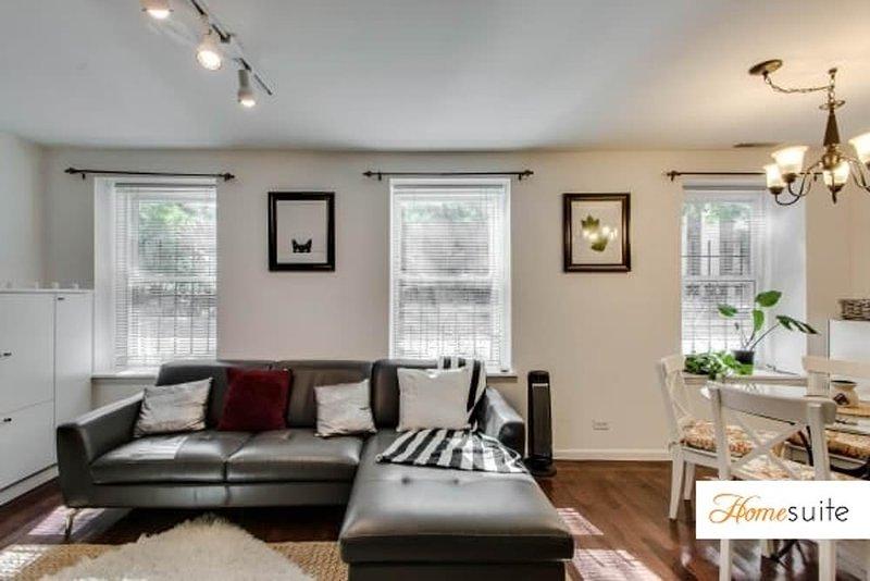 Elegant 2 Bedroom Condo - Image 1 - Chicago - rentals