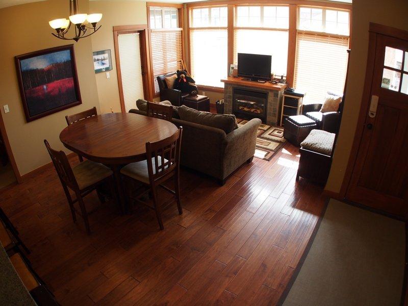 SX03LivingroomDining - Settler's Crossing Condos - SX03 - 344 - Sun Peaks - rentals