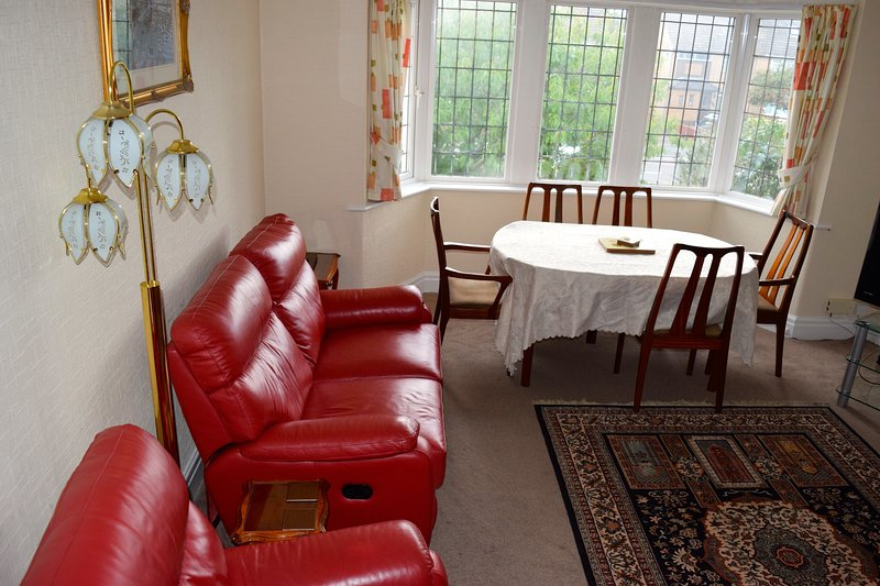 Large lounge with beautiful leather furniture - Blackpool House Luxury Duplex Apartment - Blackpool - rentals