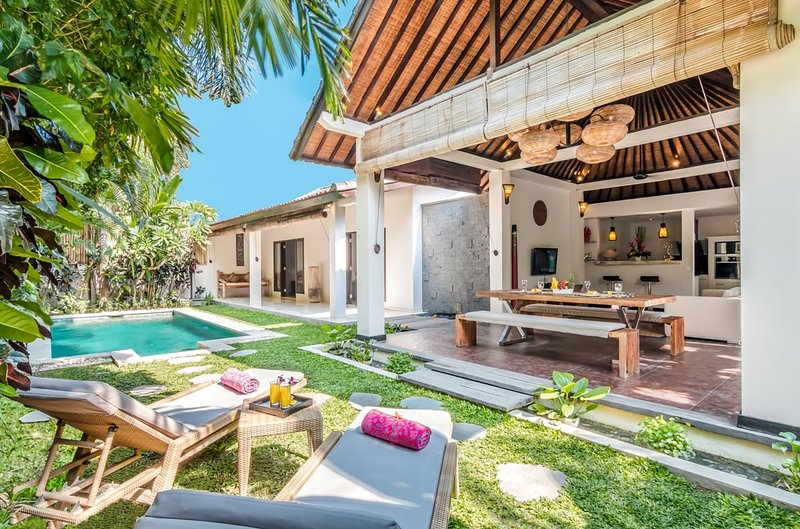 Swimming pool and main building of Villa Can Barca - 2 Bedroom Villa Close to BEACH - Seminyak - rentals