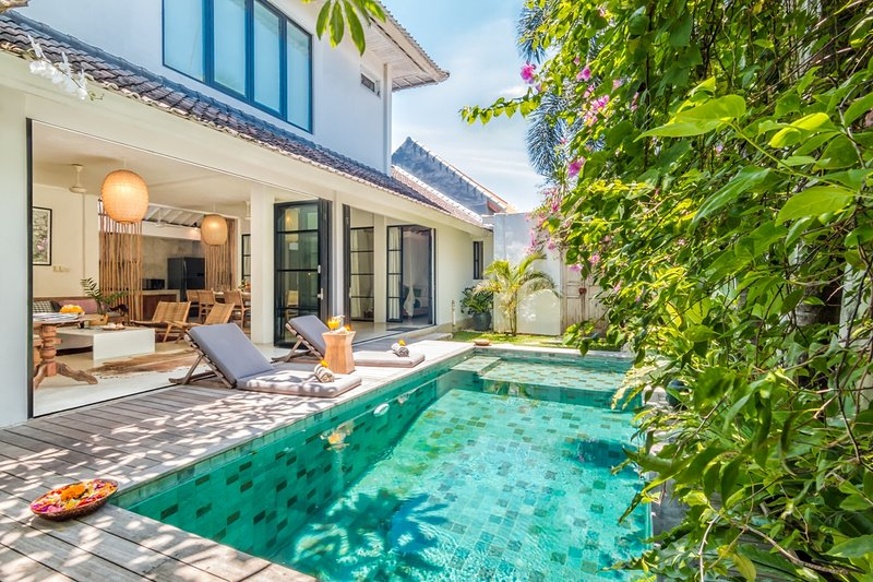 The swimming pool of Villa Pippa - 3 Bedroom Villa Near Restaurants & Beach in Oberoi - Seminyak - rentals