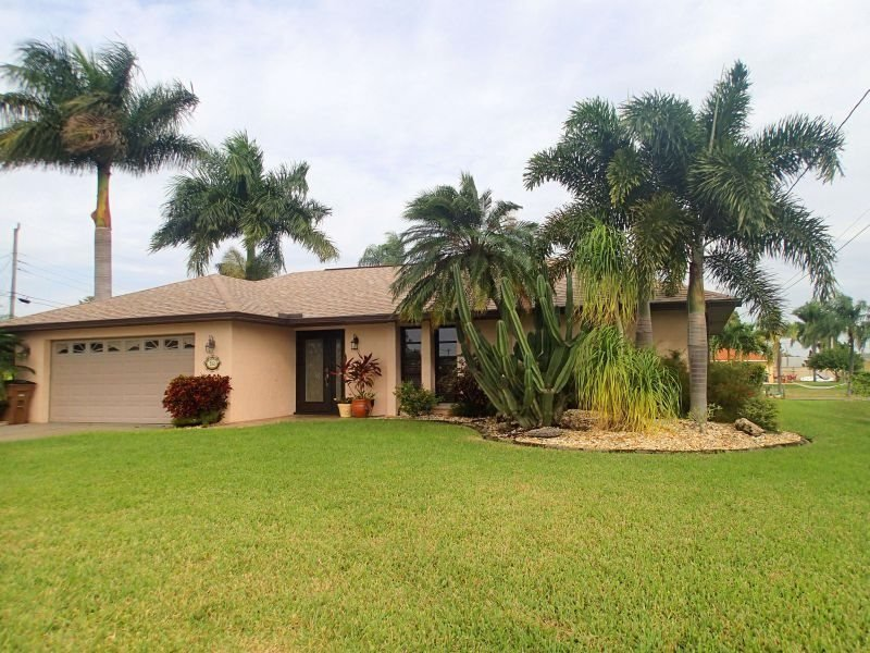 Maria - SW Cape Coral 3b/2ba Electric Heated Pool, Gulf Access Canal, HSW Internet, Boat Dock, - Image 1 - Cape Coral - rentals