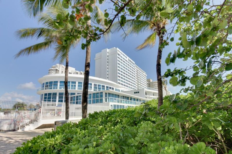Oceanfront studio w/ views, beach access, a shared pool & resort amenities! - Image 1 - Miami Beach - rentals