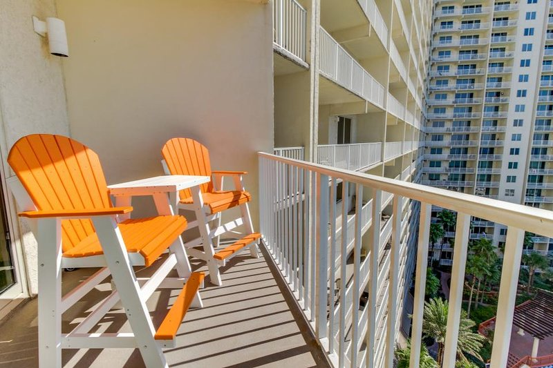 Cheery Gulf front condo w/ balcony, private beach, and shared pool & hot tub! - Image 1 - Panama City Beach - rentals