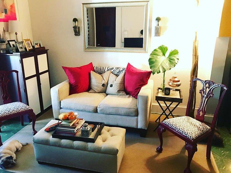 LIVING ROOM - Charming, chic, comfortable urban oasis in Miramar - San Juan - rentals