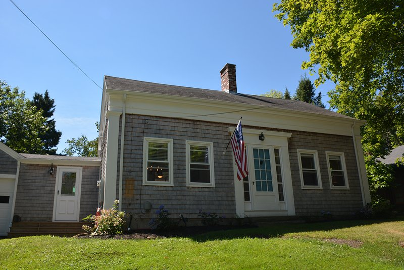 Front View - Antique Cape Sleeps 6 just 3 blocks from downtown - Camden - rentals