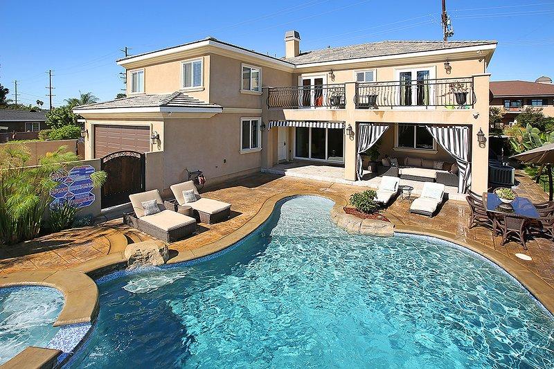 Pool and backyard - New Built, Walk to Disneyland, 4000sqft, Fireworks - Anaheim - rentals