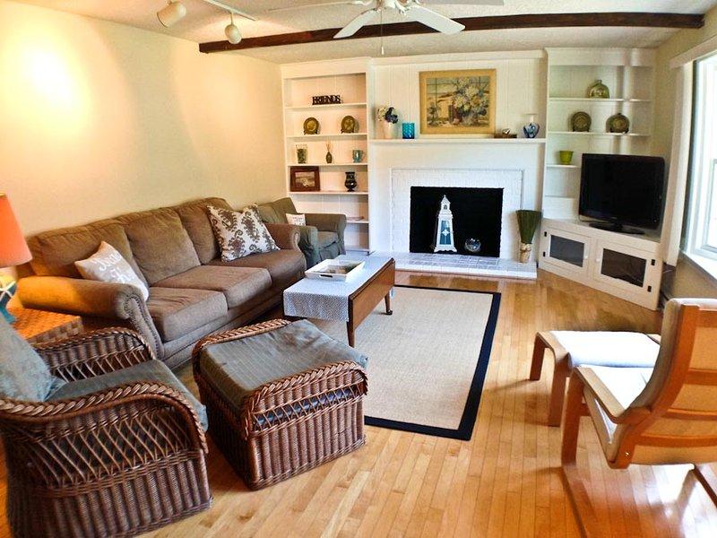 Living area - Northside Dennis,, 3 BR, 2 Bath, close to Golf & Village - DE0596 - Dennis - rentals