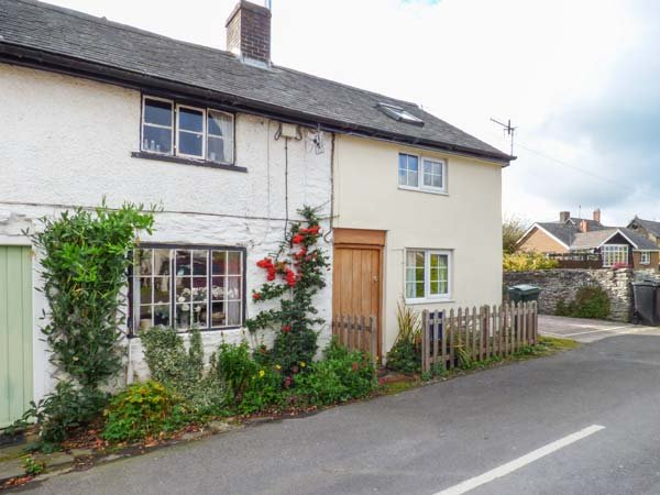 MARIGOLD COTTAGE, woodburner, WiFi, pets welcome, romantic cottage in Clun, Ref. 919803 - Image 1 - Clun - rentals