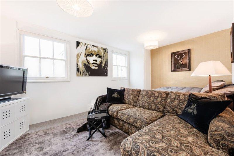 Central London Studio! 10min walk to Soho - Image 1 - London - rentals