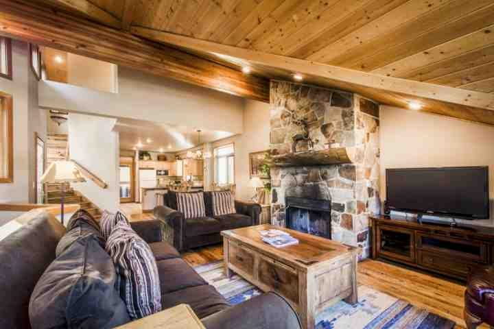 This immaculate home features five (5) bedrooms, five (5) bathrooms, a gourmet kitchen, HDTV's, private hot tub, Wi-Fi and wood-burning fireplace. - Mountainside Park City Crowning Glory 1190 Lowell Avenue - Park City - rentals