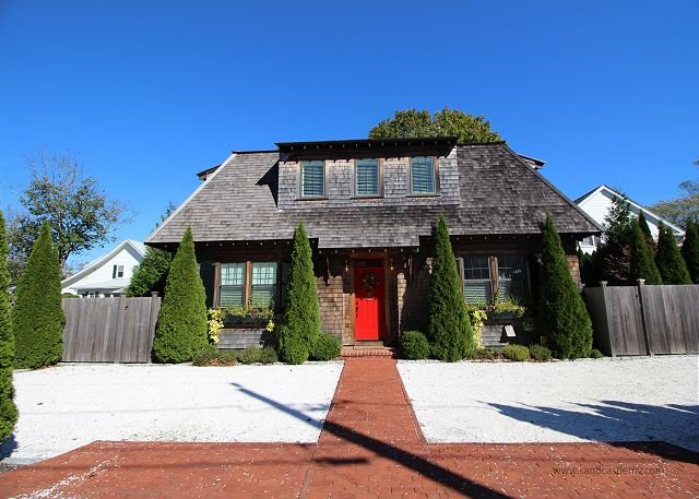 ELEGANT HOUSE LOCATED IN THE HEART OF DOWNTOWN EDGARTOWN - Image 1 - Edgartown - rentals