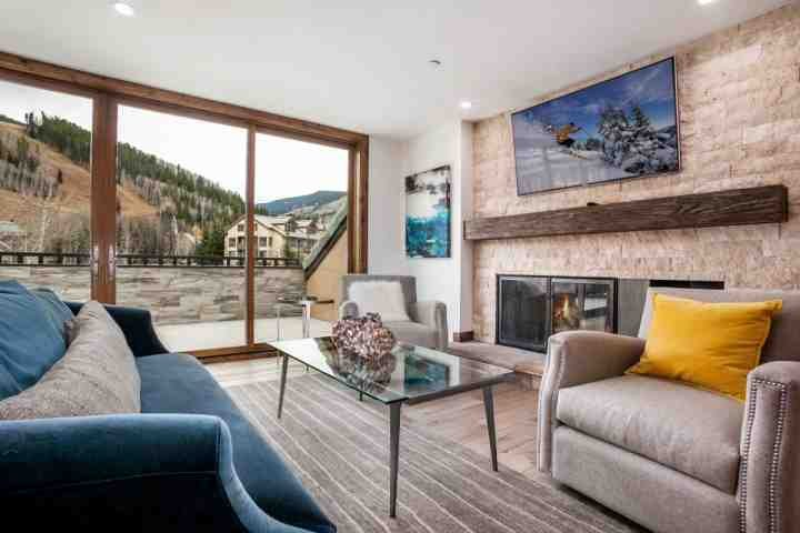 Modern living room with flat screen TV, wood burning fireplace and mountain views. - 5th Floor Beaver Creek Lodge Condo, Panoramic Views, Newly Upgraded, Convenient - Beaver Creek - rentals