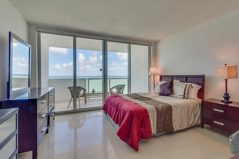 Oceanfront studio w/ spectacular view, pool, gym, tennis! - Image 1 - Miami Beach - rentals