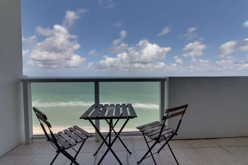 Beachfront condo with ocean views, a resort pool, tennis & fitness center! - Image 1 - Miami Beach - rentals