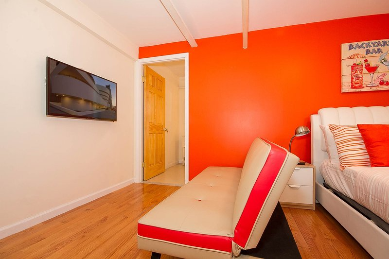 Stylishly Modern Flat 13-15min to Time Square - Image 1 - New York City - rentals