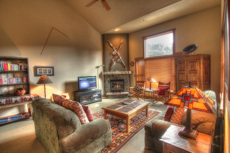 """SkyRun Property - """"2336 Red Hawk TwnHms"""" - Living Room - Living room features vaulted ceilings and big windows, new furniture, flat screen TV. - 2336 Red Hawk TwnHms - Keystone - rentals"""