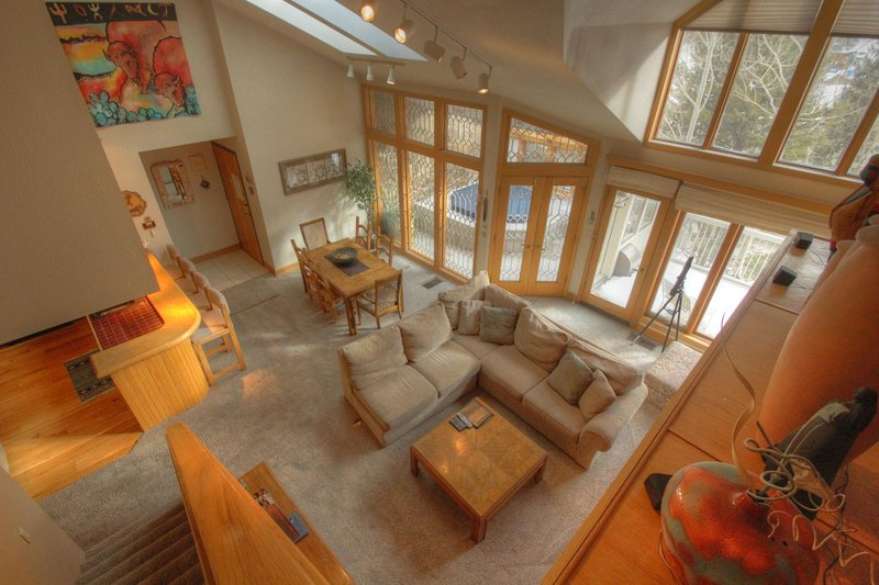 """SkyRun Property - """"2725 Chateaux DMont"""" - View of the living room - 2725 Chateaux DMont - Keystone - rentals"""