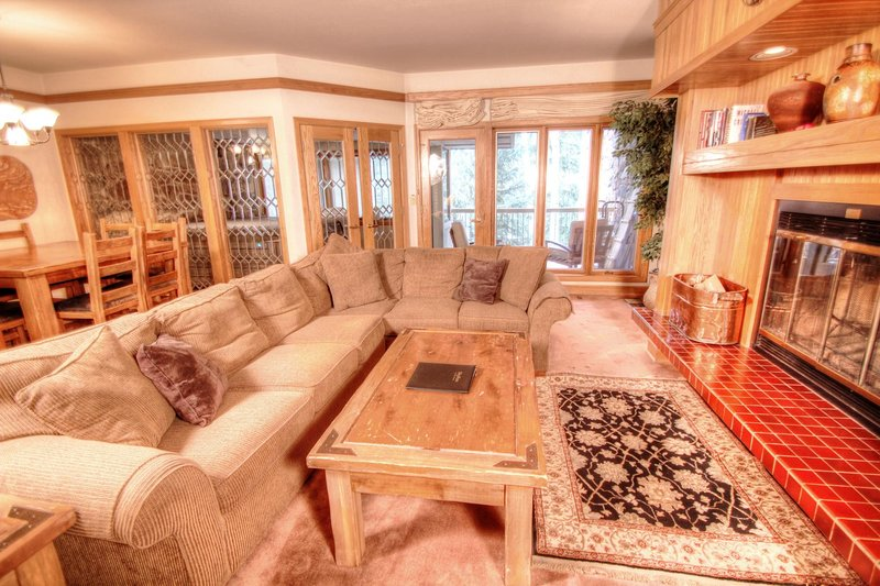 """SkyRun Property - """"2705 Chateaux DMont"""" - Living Room - 2705 Chateaux DMont - Keystone - rentals"""