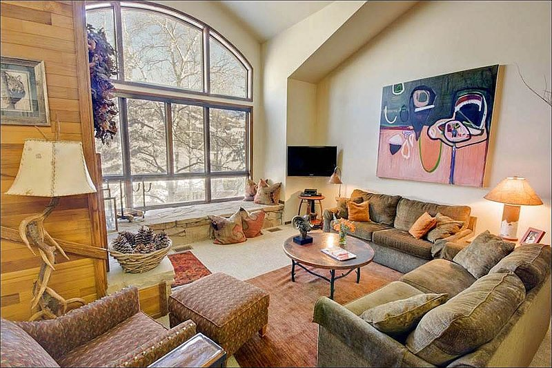 Living Room With Vaulted Ceilings and Ample Natural Light - Perfect Location - Walk to Main Street (24619) - Park City - rentals