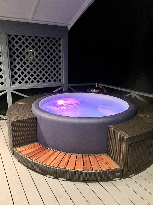 New Hot Tub Overlooking the Lake! Relax after a day on the slopes... - Ring in the New Year Right on the Lake! - Rathdrum - rentals