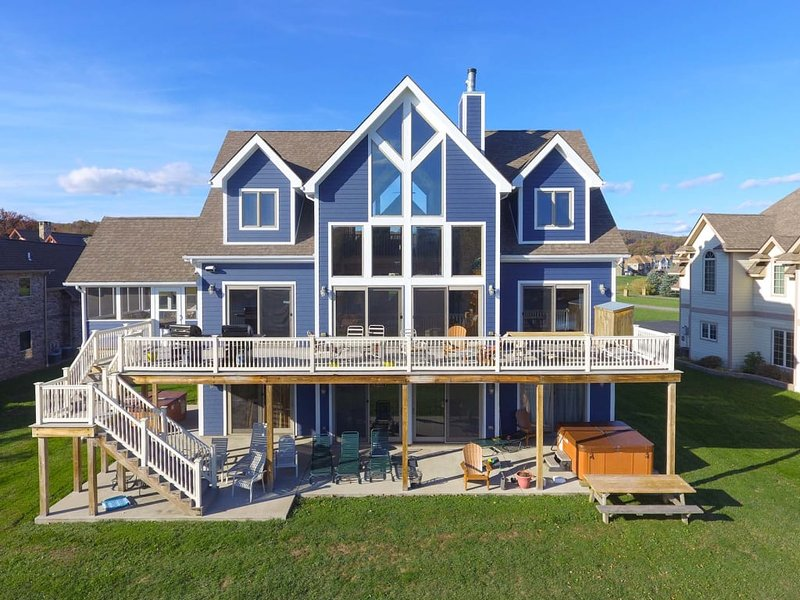 12322ext17.jpg - Cherished memories wait at Waterfront Dreams! Absorb the beautiful surroundings as you indulge in the rich highlights of the coveted Waterfront Greens community. - Swanton - rentals