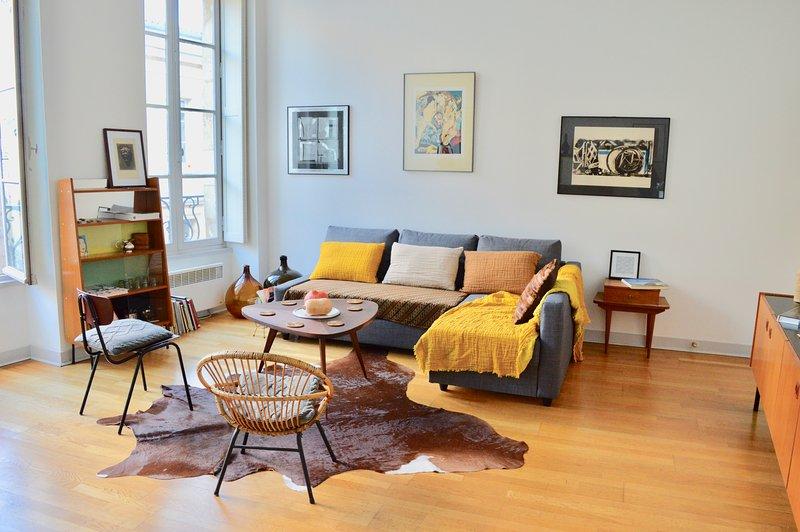 Rue Sainte Catherine Vintage furnished 45sqm apart - Image 1 - Bordeaux - rentals