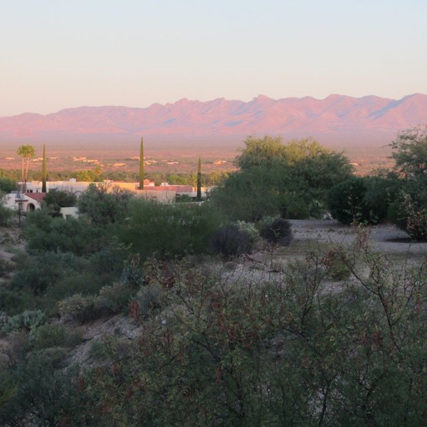 Stunning views of the Santa Rita mountains near sunset. The mountains turn pink. - DH 2 townhome available March & April 2017 - Green Valley - rentals