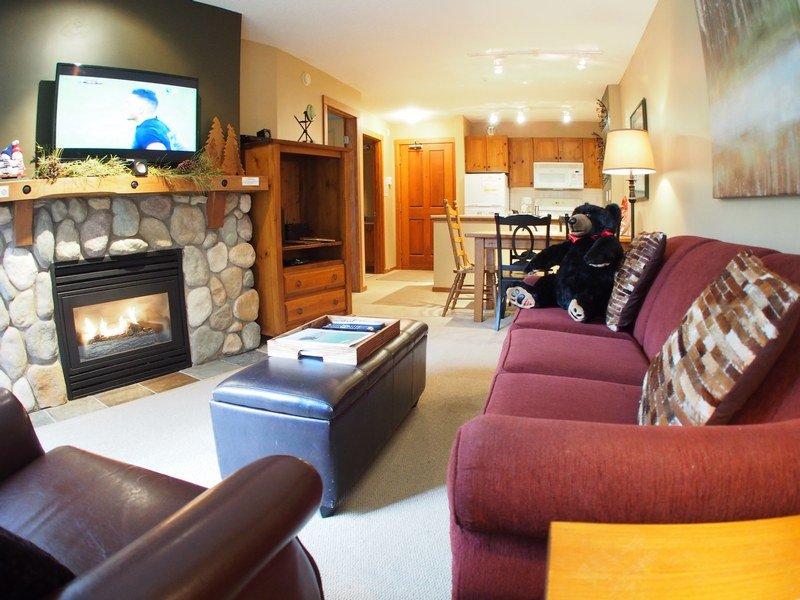 FS312Livingroom - Fireside Lodge Village Center - 312 - Sun Peaks - rentals