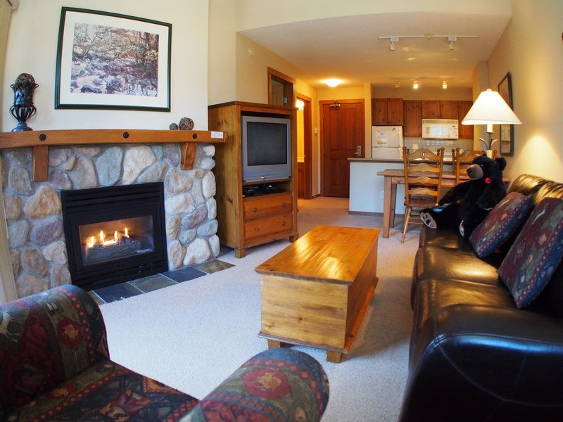 FS419Livingroom - Fireside Lodge Village Center - 419 - Sun Peaks - rentals