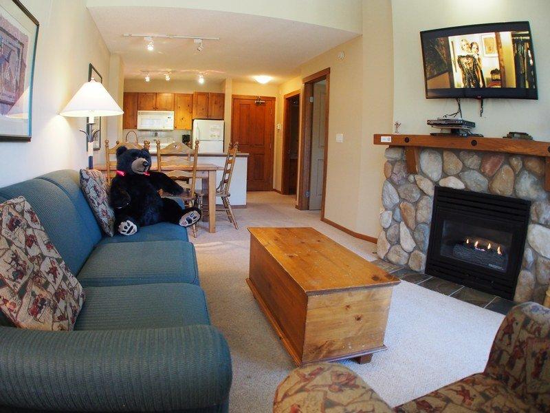 FS420Livingroom - Fireside Lodge Village Center - 420 - Sun Peaks - rentals