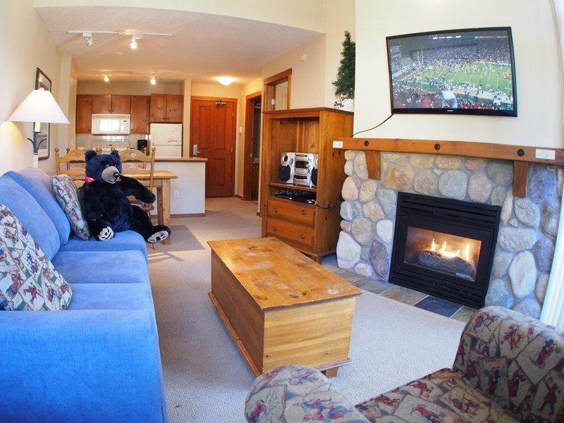 FS415Livingroom - Fireside Lodge Village Center - 415 - Sun Peaks - rentals