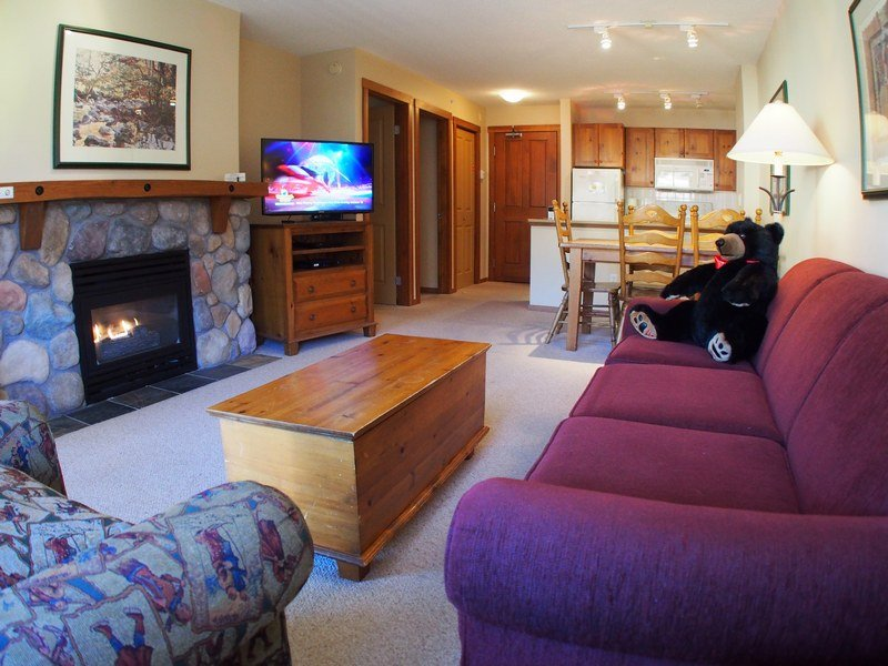FS413Livingroom - Fireside Lodge Village Center - 413 - Sun Peaks - rentals