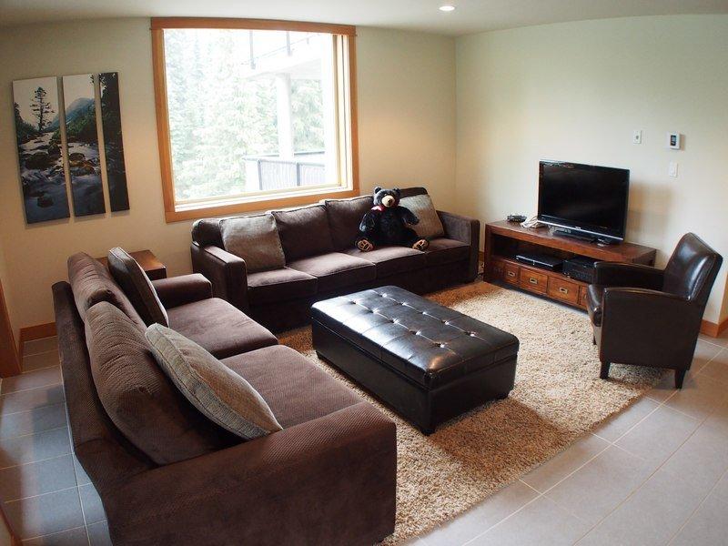 KL302Livingroom - Kookaburra Village Center - 302 - Sun Peaks - rentals