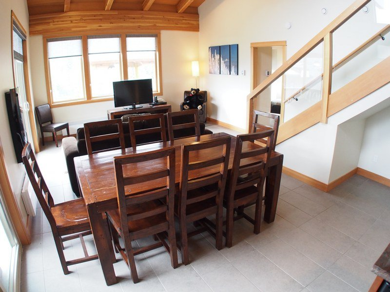 KL401LivingroomDining - Kookaburra Village Center - 401 - Sun Peaks - rentals