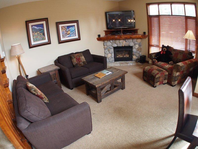 Wh32Livingroom - Woodhaven Townhouses - 32 - Sun Peaks - rentals