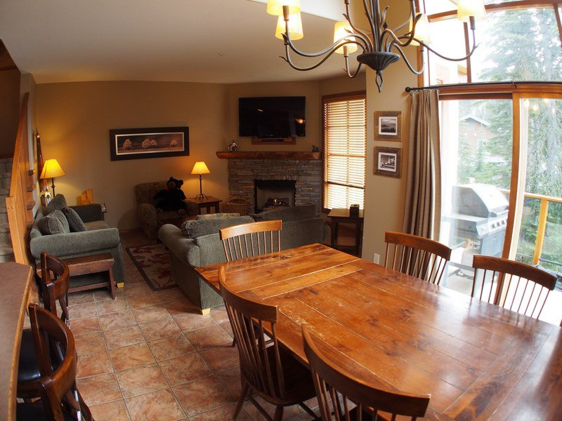 TE25LivingroomDining - Trail's Edge Townhouses - 25 - Sun Peaks - rentals