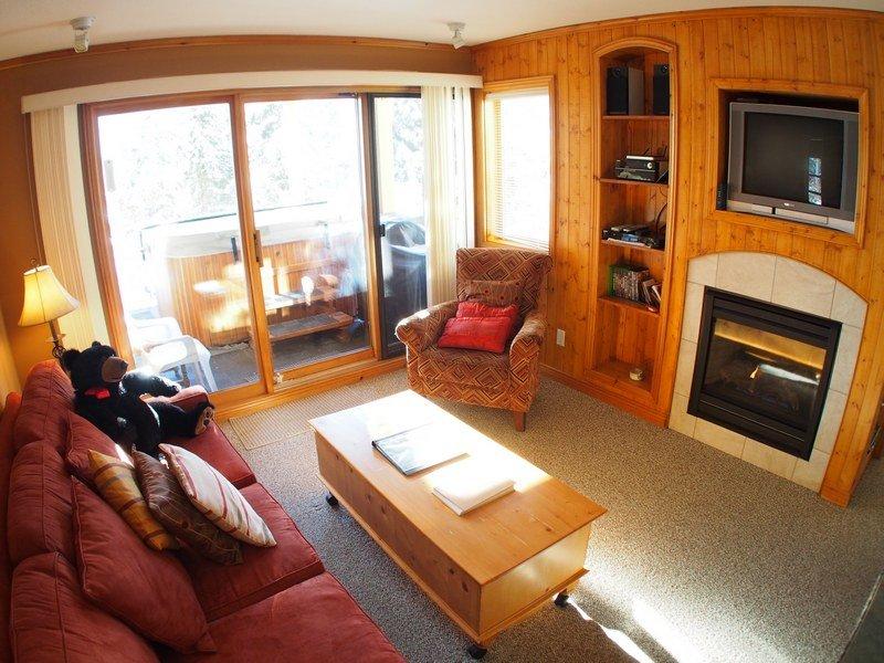 SC48Livingroom - Snow Creek Village - 48 - Sun Peaks - rentals