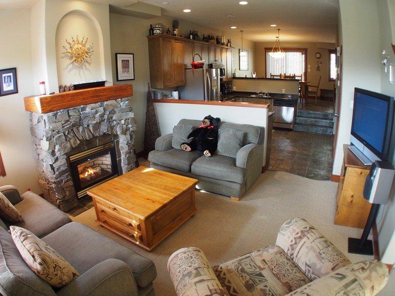 PR05Livingroom - Powder Ridge Townhouses - 05 - Sun Peaks - rentals