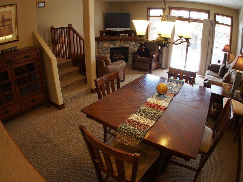 WH16LivingroomDIning - Woodhaven Townhouses - 16 - Sun Peaks - rentals