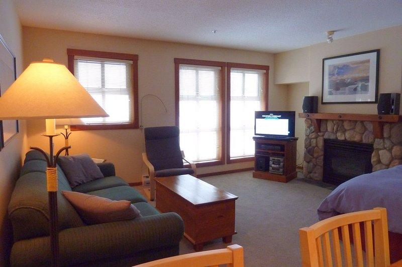 FS223Livingroom - Fireside Lodge Village Center - 223 - Sun Peaks - rentals