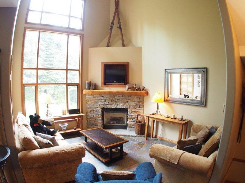 TE40Livingroom - Trail's Edge Townhouses - 40 - Sun Peaks - rentals