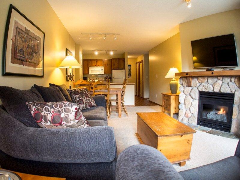 FS318LivingRoom - Fireside Lodge Village Centre - FS318 - Sun Peaks - rentals
