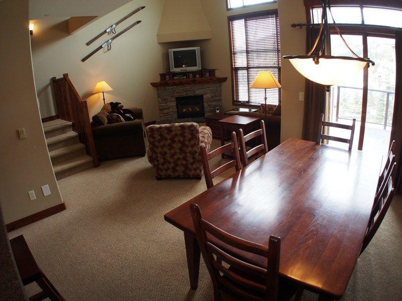 TL27Livingroom - Trapper's Landing Townhouses - 27 - Sun Peaks - rentals