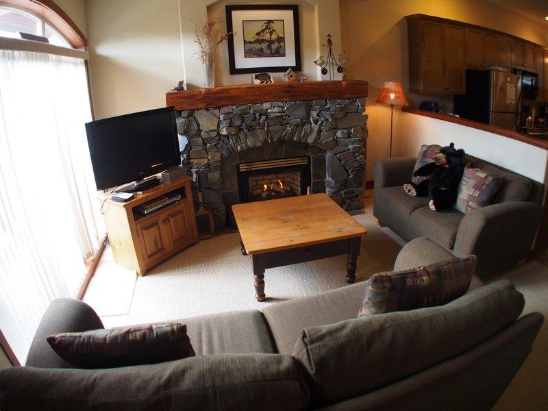 PR06Livingroom - Powder Ridge Townhouses - 06 - Sun Peaks - rentals