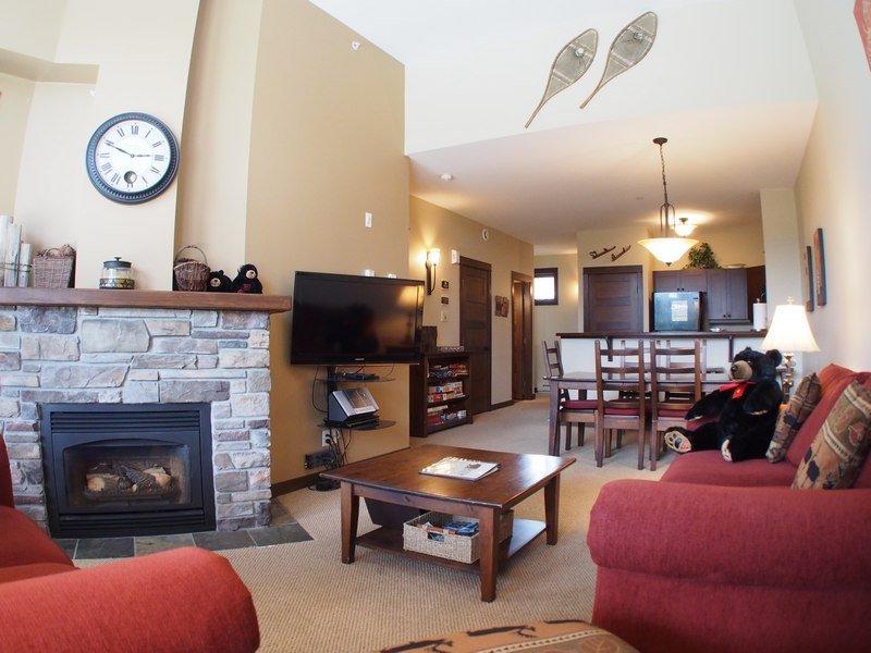 ST26Livingroom - Stone's Throw Condos - 26 - Sun Peaks - rentals